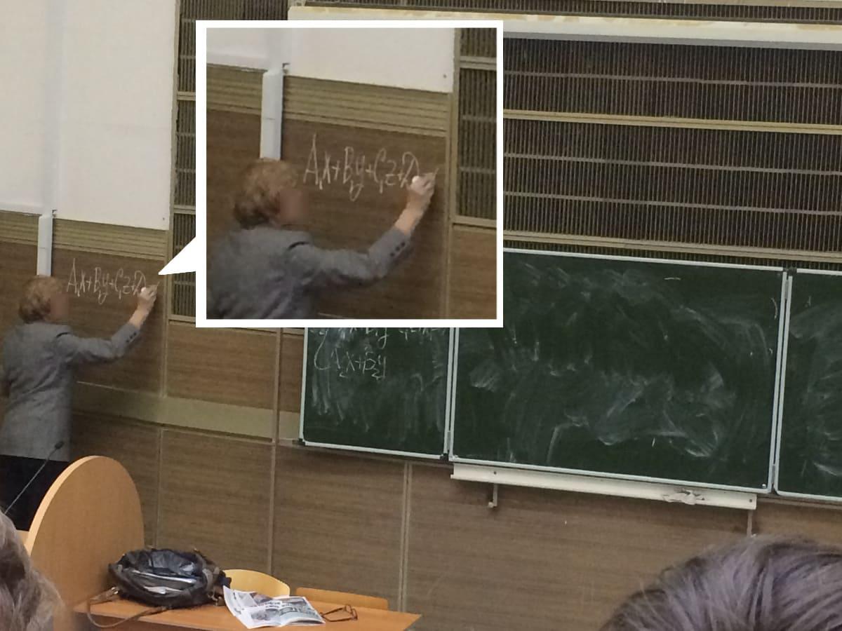 Преподаватель вынужденно принял решение писать на стене